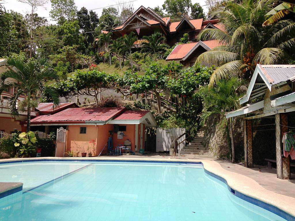 Bohol budget hotels and resorts for travelers on a budget for Giant city lodge cabins